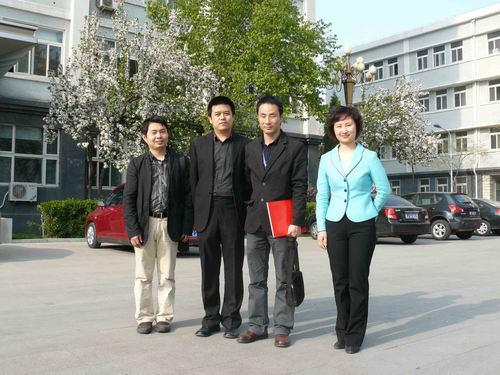 1-我中心老师与北京服装学院领导交流并合影.jpg