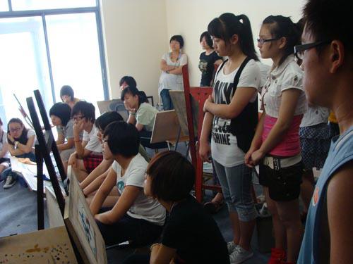 1-09届学员周倩楠(已被清华大学录取)来画室和学生交流.jpg