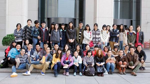 1-同学们在国家博物馆门前留念.jpg