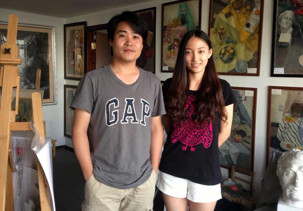 2-邹扬和郭老师在画室.jpg